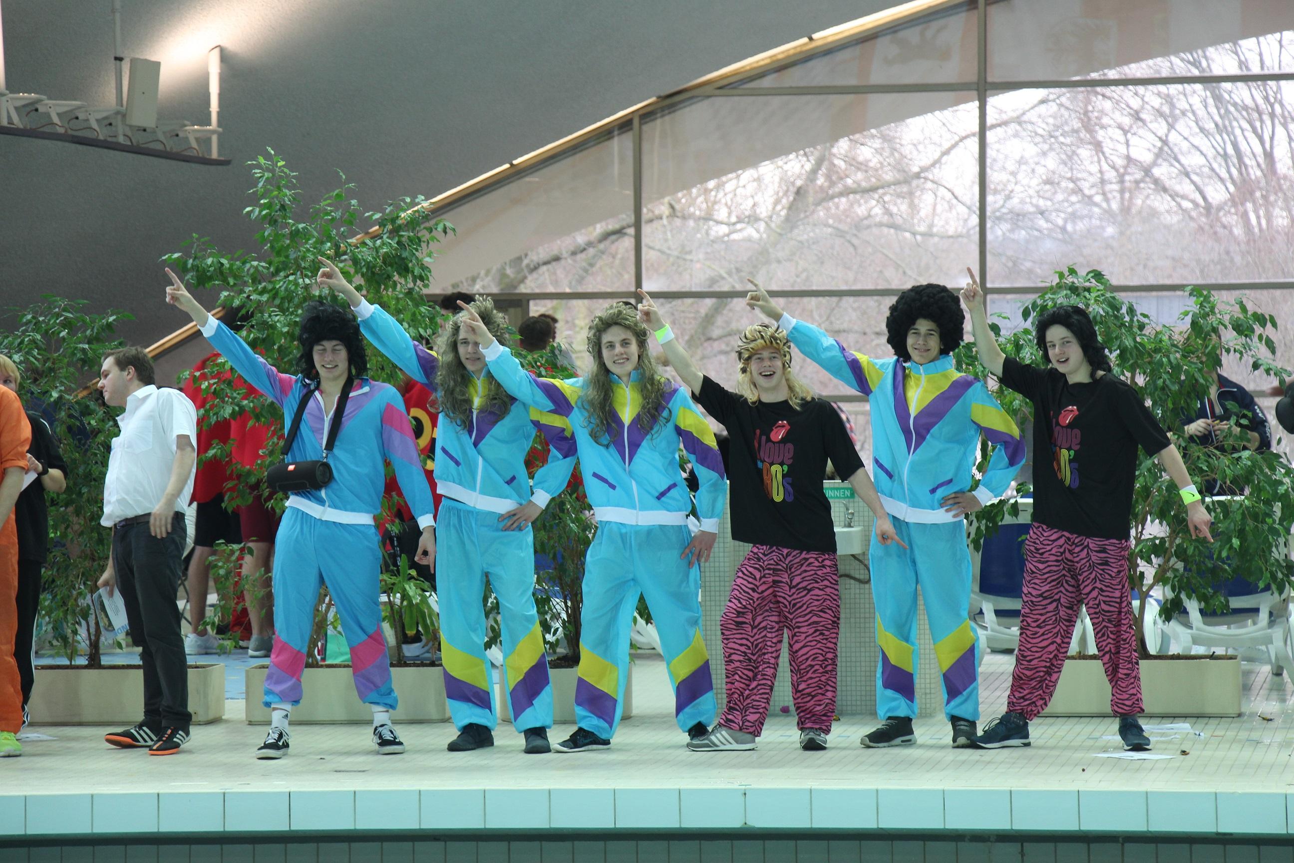 Siegerehrung im 80er-Jahre Outfit