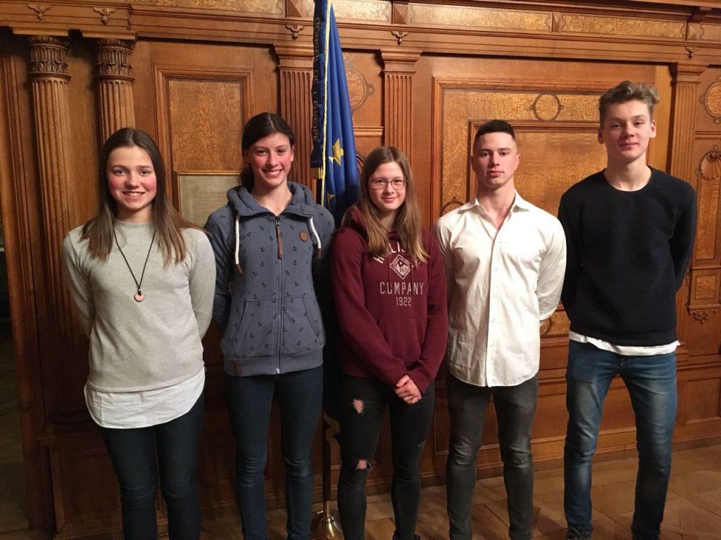Auf dem Bild sind (von links): Sara Krönert, Emma Weiß, Larissa Heinemann, Jonas Drieling und Claudius Lindner